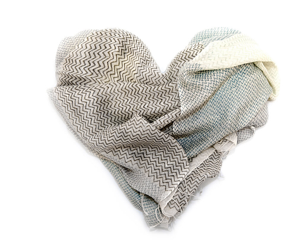 Schals aus Kaschmir, Seide und Wolle.